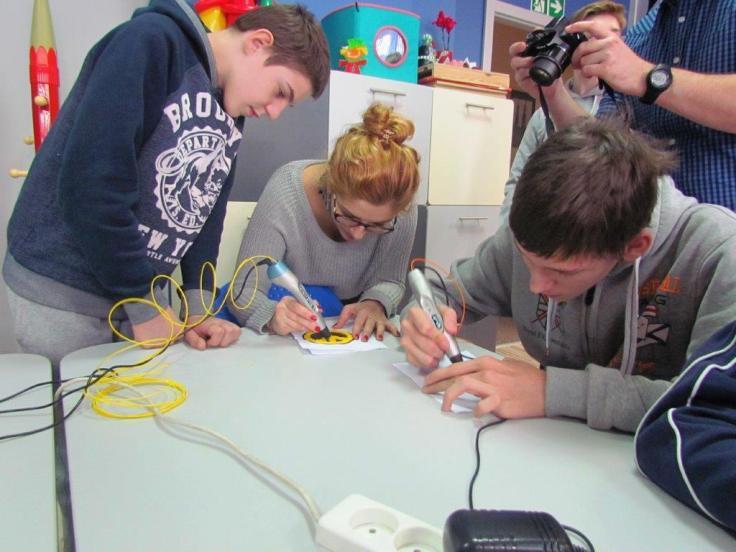 Duygu and 3D pens workshops